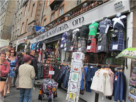 The Royal Mile Majors In Kilt And Whisky Shops