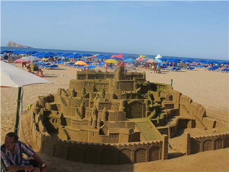 Sandcastle, Levante Beach