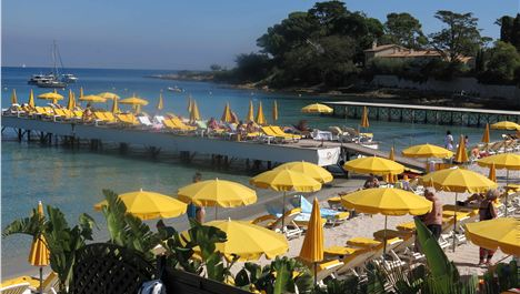 Antibes – Absinthe, Authors And Azure Allure
